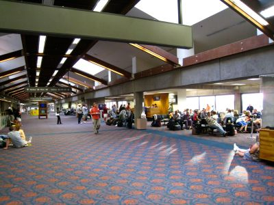 waiting-in-maui-airport.jpg